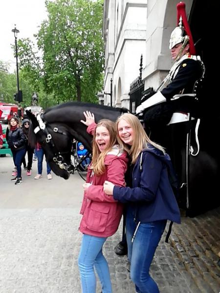 londen-meisjes-met-paard-17052019132906